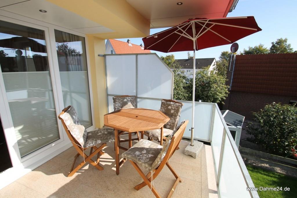 Stühle auf dem Balkon